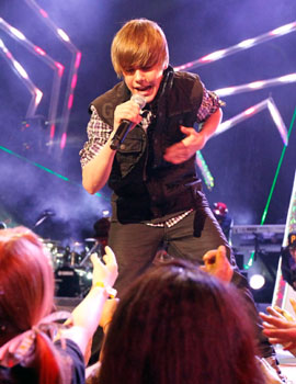 KCA2010_JustinBieber_performs.JPG.jpeg